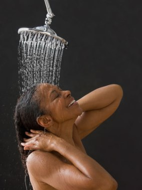 2-rby-ethnic-hair-showering-lgn